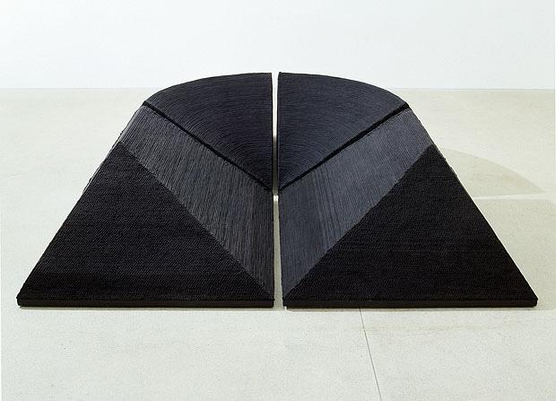 Naomi Kobayashi (Japon) Dark of the Valley, 1979 Coton, bois, 80 x 300 x 300 cm Fondation Toms Pauli, Lausanne Photo Fibbi-Aeppli, Grandson